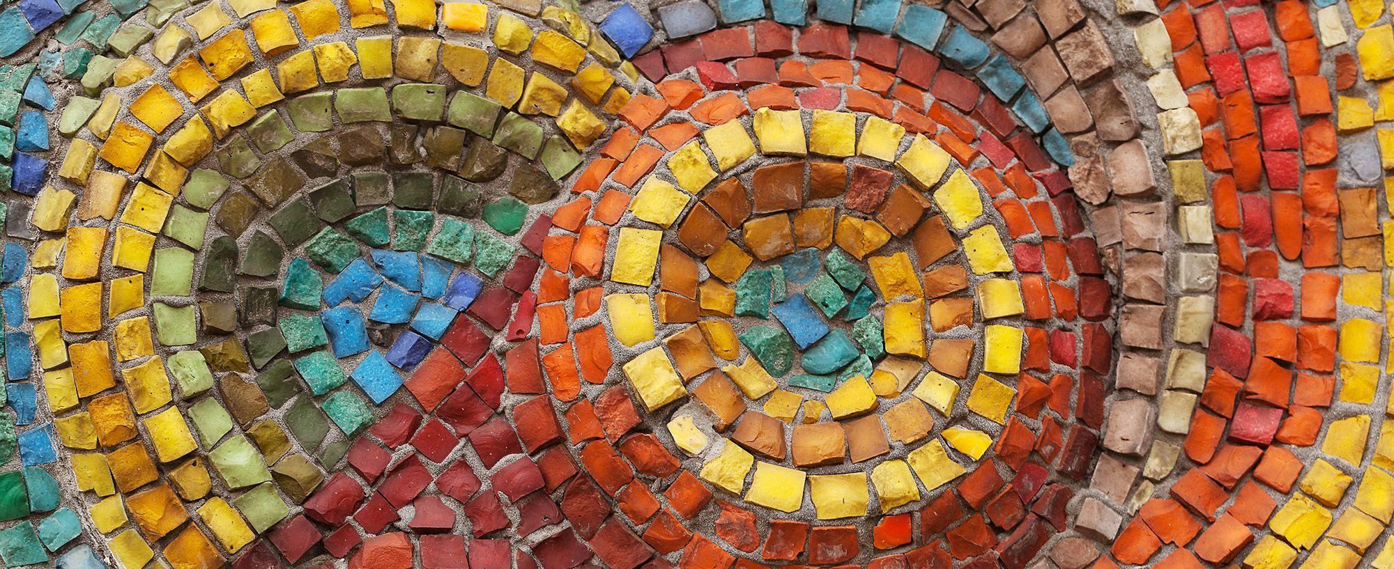 Mosaik mit bunten Steinen